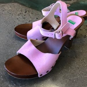United colors of Benneton suede heels